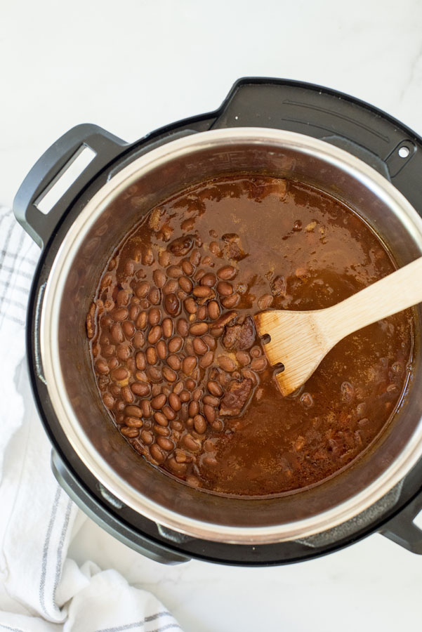Baking soaked navy beans in an instant pot for pressure cooker baked beans