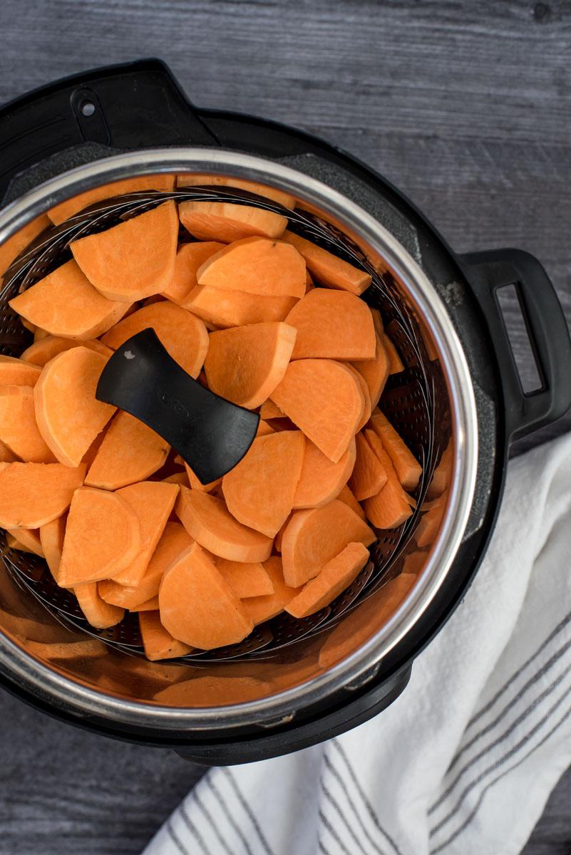 steaming sliced sweet otatoes in a pressure ooker