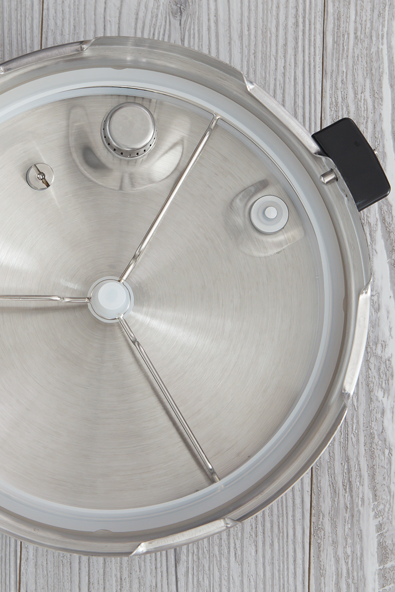 The bottom side of the Zavor LUX pressure cooker lid.