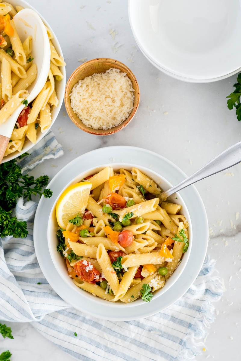 bowl of instant pot pasta primavera