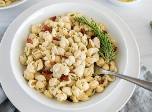 overhead of rosemary bacon mac and cheese in a white bowl