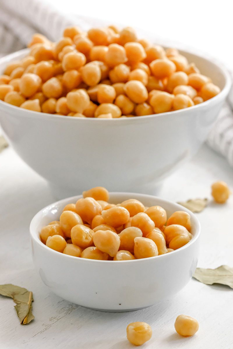 bowl of cooked chickpeas