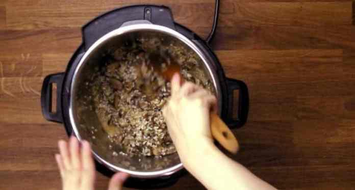 Instant Pot Mushroom Risotto Recipe (Pressure Cooker Mushroom Risotto): deglaze the pot