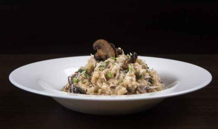 Cook this Easy Delizioso Instant Pot Mushroom Risotto Recipe (Pressure Cooker Risotto). Creamy, luxurious, cheesy risotto with umami mushrooms mixed in al dente arborio rice. So deliciously comforting & satisfying to eat!