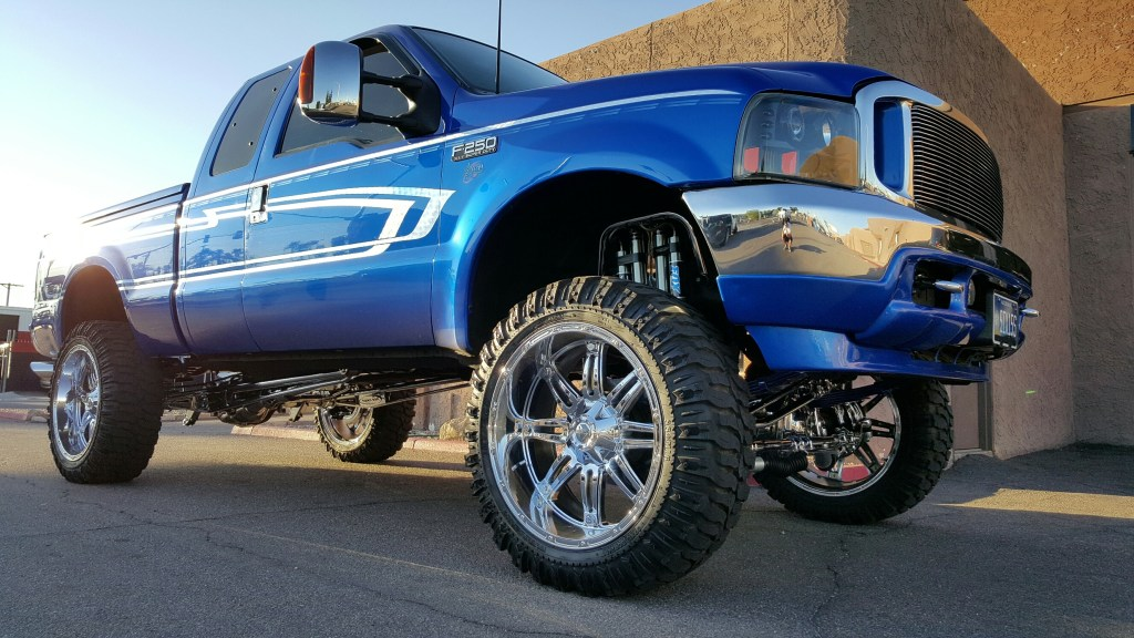 2003 FORD F250 4X4 WITH A 6.5 PRO COMP SUSPENSION LIFT KIT 24 CHROME FUEL HOSTAGE WHEELS AND M16 TIRS 37X13 (3)