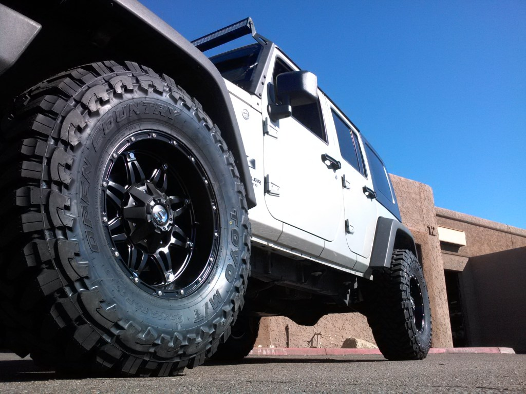 2007 JEEP WRANGLER UNLIMITED WITH 3.25 ROUGH COUNTRY LIFT TOYO MT FUEL HOSTAGE 17X9 BLK (3)