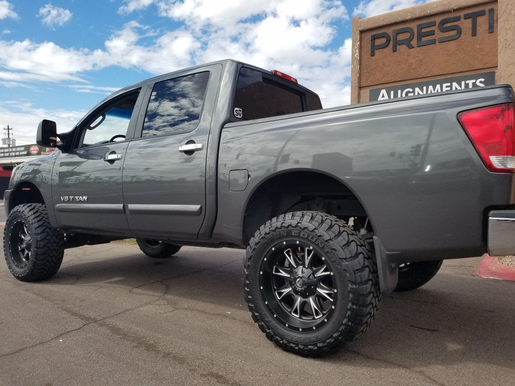 2007 NISSAN TITTAN 4X4 WITH A 6 ROUGH COUNTRY SUSPENSION LIFT KIT AND A SET OF FUEL WHEELS BLACK AND MILLED 20X10 AND TOYO MTS 35X12 (1)