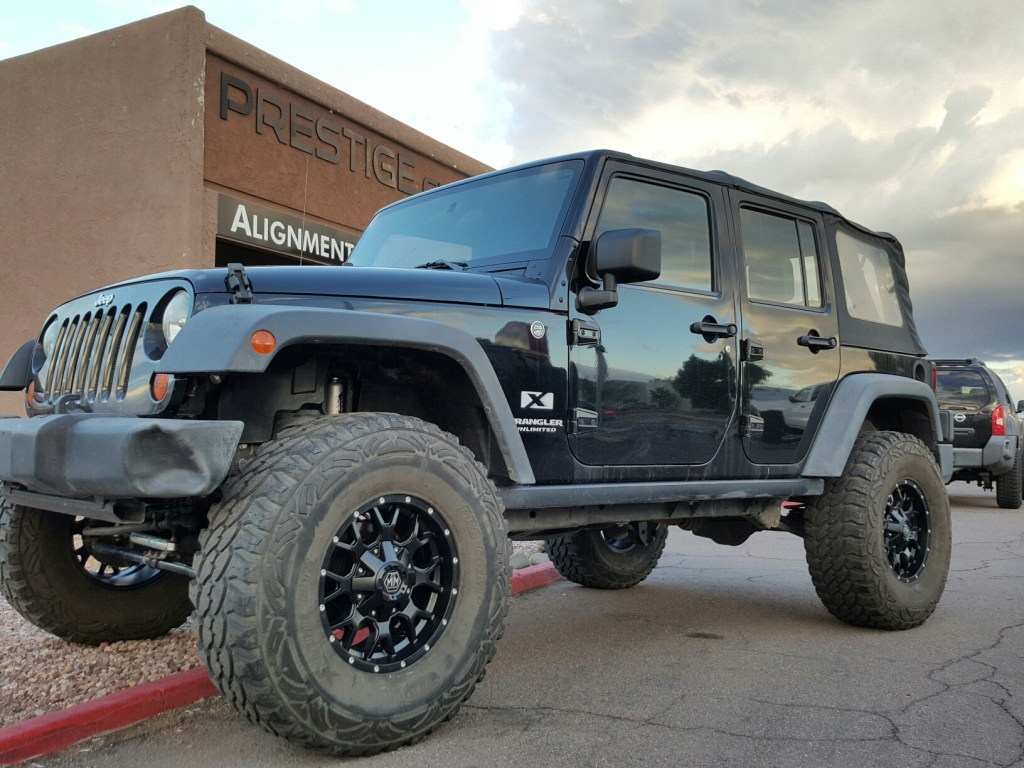 2008 JEEP JK UNL 4X4 WITH A 4 ROUGH COUNTRY SUSPENSION LIFT KIT AND A SET OF 17X9 BLK MAYHEM WARRIOR WHEELS WITH 37 TIRES MTS (4)