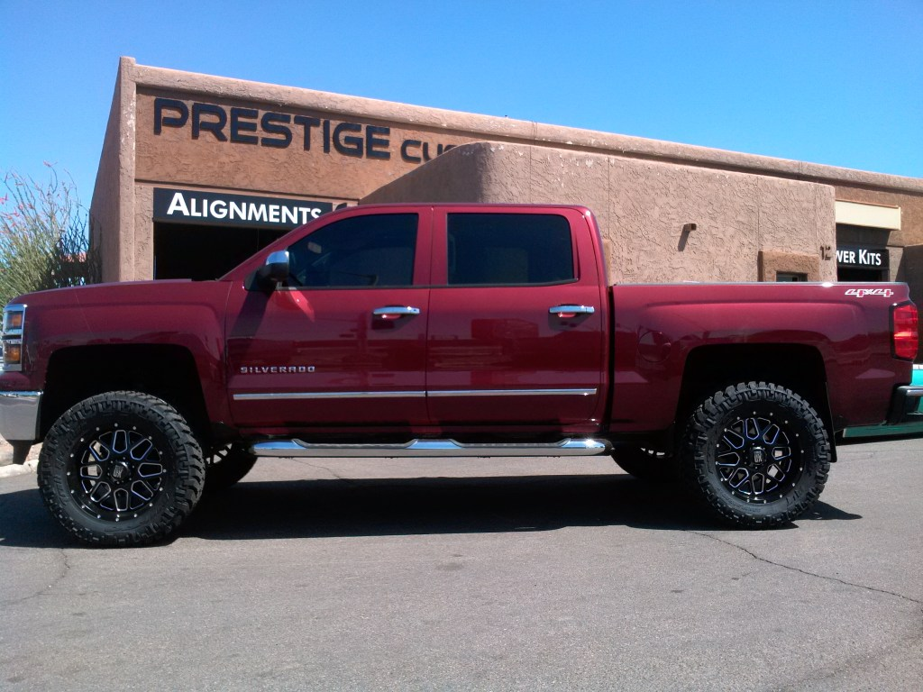 2014 CHEVY 1500 4X4 WITH A 6 BDS SUSPENSION LIFT KIT WITH 35 TIRES ON 20 WHEELS (3)
