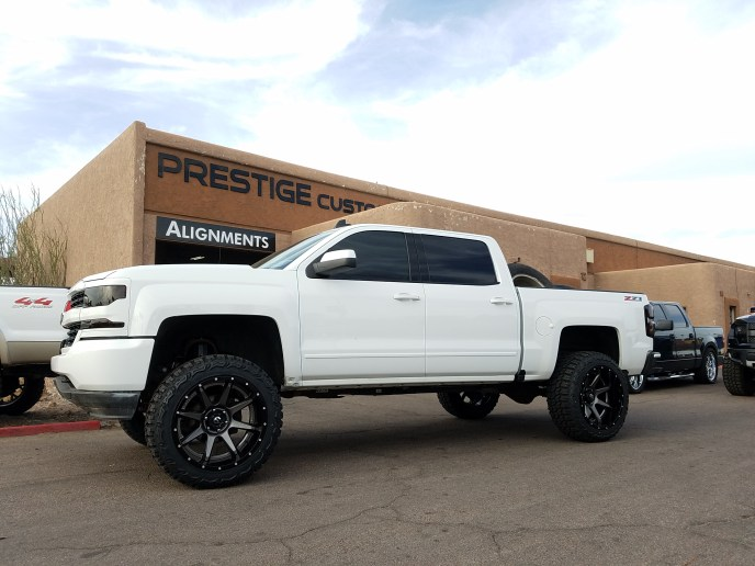 2014 CHEVY 1500 4X4 WITH A 7 ROUGH COUNTRY SUSPENSION LIFT KIT AND A SET OF FUEL WHEELS WITH THUNDER MTS 35X12 (2)