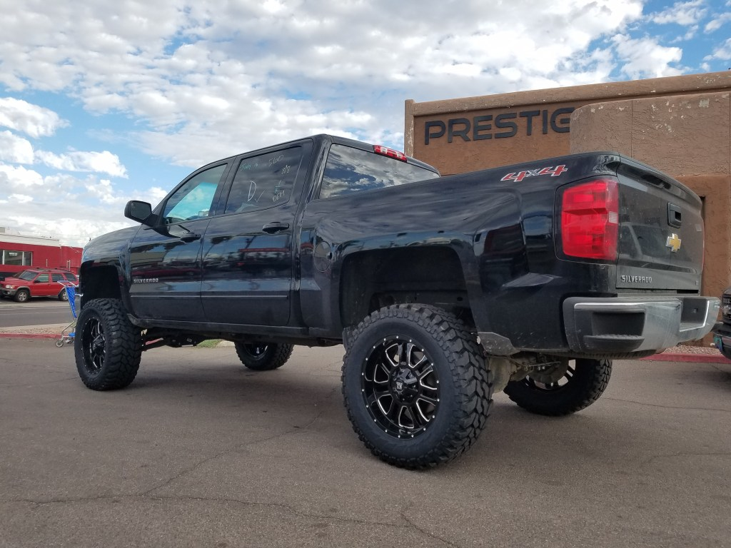 2014 CHEVY 1500 4X4 WITH A 7.5 ROUGH COUNTRY SUSPENSION LIFT KIT AND A SET OF K2 THOR 20X9 BLACK AND MILLED WHEELS WITH THE FIRESTONE DESTINATION MTS 35X12 (1)