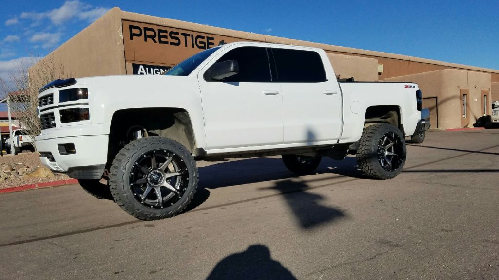 2014 CHEVY 1500 4X4 WITH A 7.5 ROUGH COUNTRY SUSPENSION LIFT WITH FUEL OFF WHEELS AND THUNDER MTS 35X12.50R22 (2)