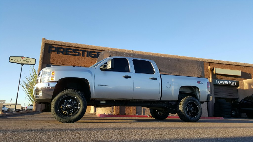 2014 CHEVY 2500 HD 4X4 WITH 7.5 ROUGH COUNTRY LIFT KIT FUEL KRANKS 20X10 BLK AND MILL WITH A SET OF TOYO OPEN COUNTRY ATII 35X12 (4)