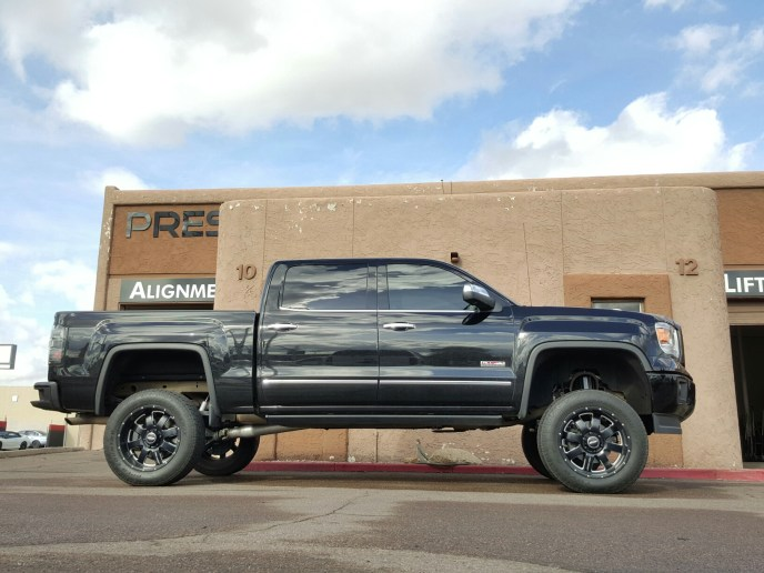 2014 GMC 1500 4X4 WITH A 7.5 ROUGH COUNTRY LIFT KIT (3)