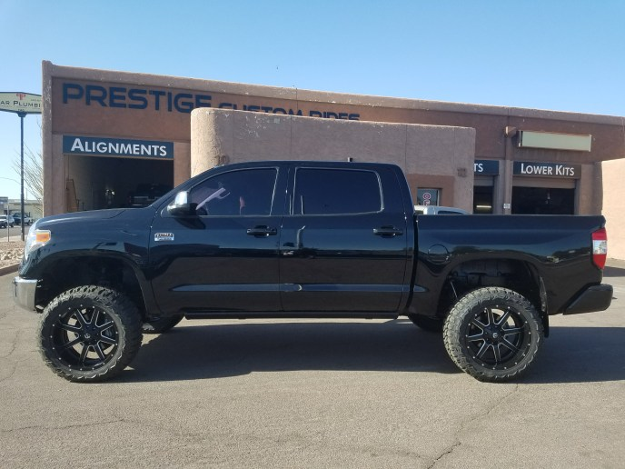 2014 TOYOTA TUNDRA 4X4 WITH A 6 ROUGH COUNTRY SUSPENSION LIFT KTI AND A SET OF FUEL MAVERICKS 22X11 WITH THUNDER MTS 35X12 (3)