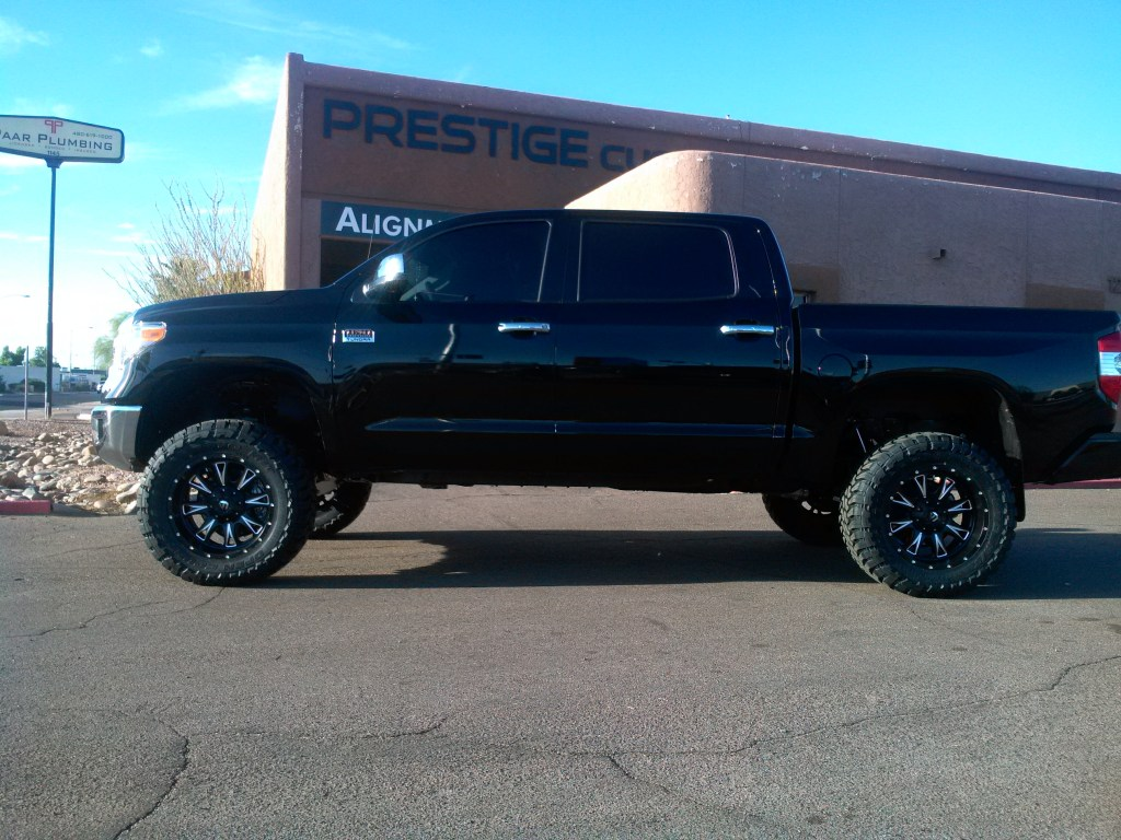 2015 TOYOTA TUNDRA 4X4 WITH ROUGH COUNTRY 6 LIFT KIT AND FUEL THROTTLES WITH TOYO OPEN COUNTRY MTS (1)