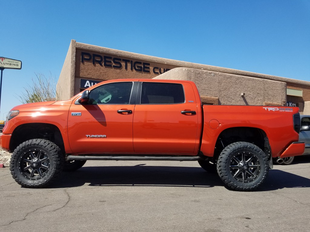 2016 TOYOTA TUNDRA WITH A 6 ROUGH COUNTRY SUSPENSION LIFT KIT AND 35X12.50R20 TOYO MTS (3)