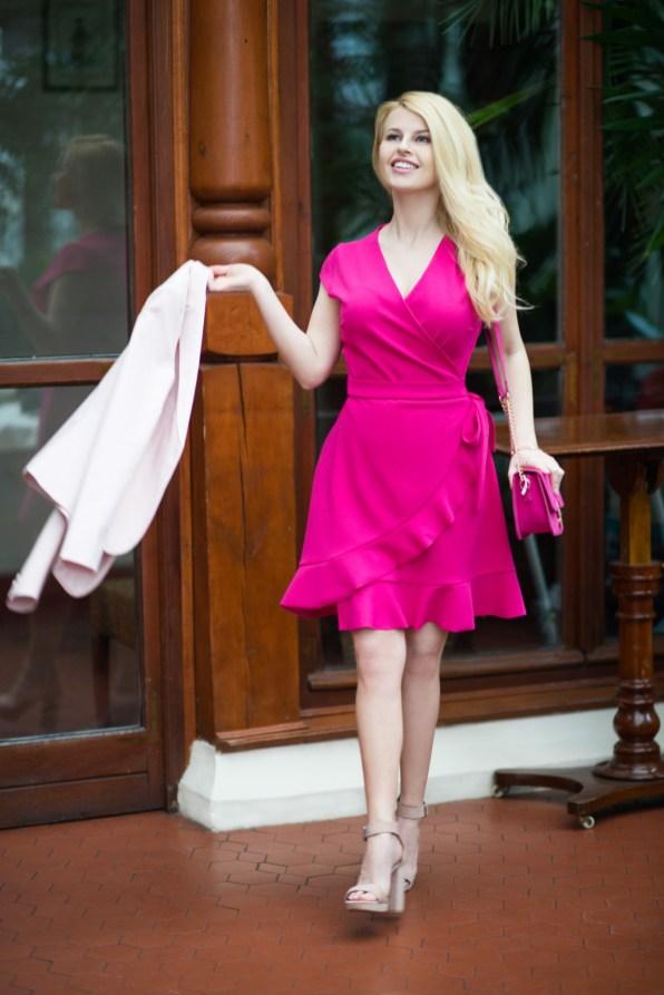 7. Sukienka – Mohito, 119,99 złotych, Buty – Pull&Bear, 139,00 złotych Torebka - Mohito, 69,99 złotych Marynarka – Orsay, 149,99 złotych