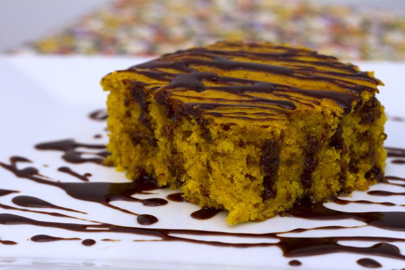 Resultado de imagem para bolo de cenoura recheado vegano