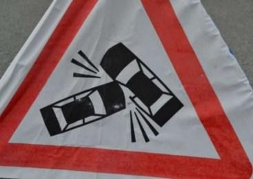 Voznik cisterne zapeljal na nasprotni vozni pas