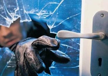 Vlomi v osebna vozila in stanovanjsko hišo