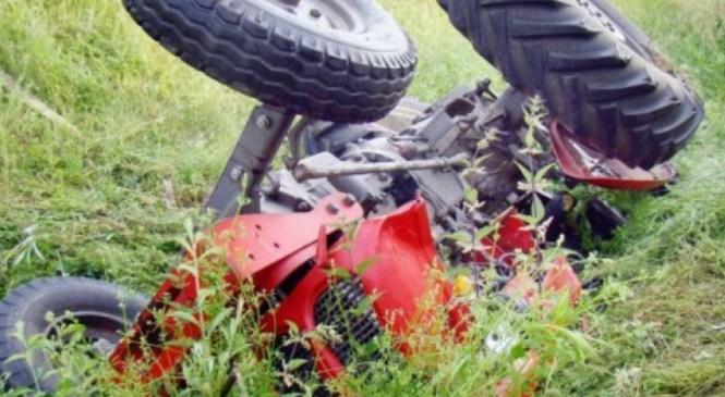 Traktor se je prevrnil in 20-letnika pokopal po seboj