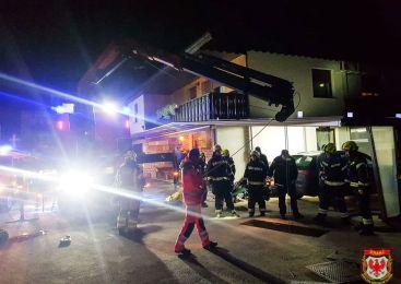 FOTO: Moški v Hudem (občina Tržič) padel v pet metrov globoko jamo! Rešili so ga gasilci!