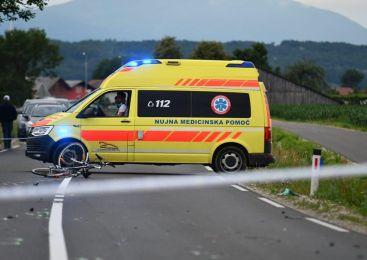 Močno vinjen motorist trčil v prometni znak