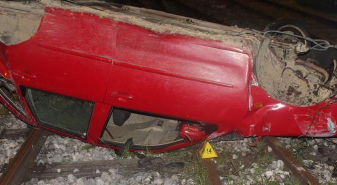 Hudo poškodovan 21-letni voznik osebnega avtomobila