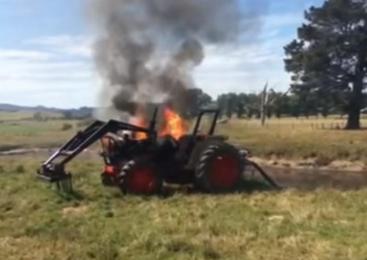 V požaru na kmetijskem stroju za 15 tisočakov škode
