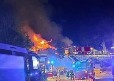Ogled kraja požara planinske koče še poteka