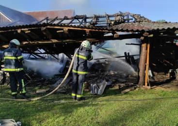 Požar zanetil samovžig sena, škode za več tisoč evrov
