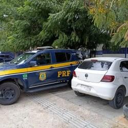 PRF de Petrolina prende homem com carro adulterado