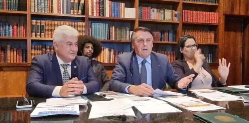 """Inacreditável: """"Caguei para a CPI. Não vou responder nada"""", diz Bolsonaro"""
