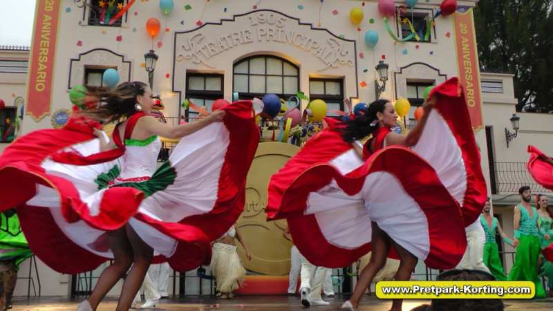 PortAventura pretpark Spanje - 20 anniversary parade 2015