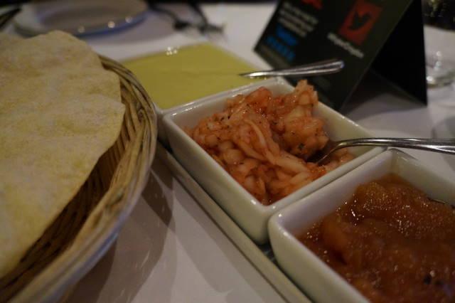 Poppadoms & Tasty Chutney Dips