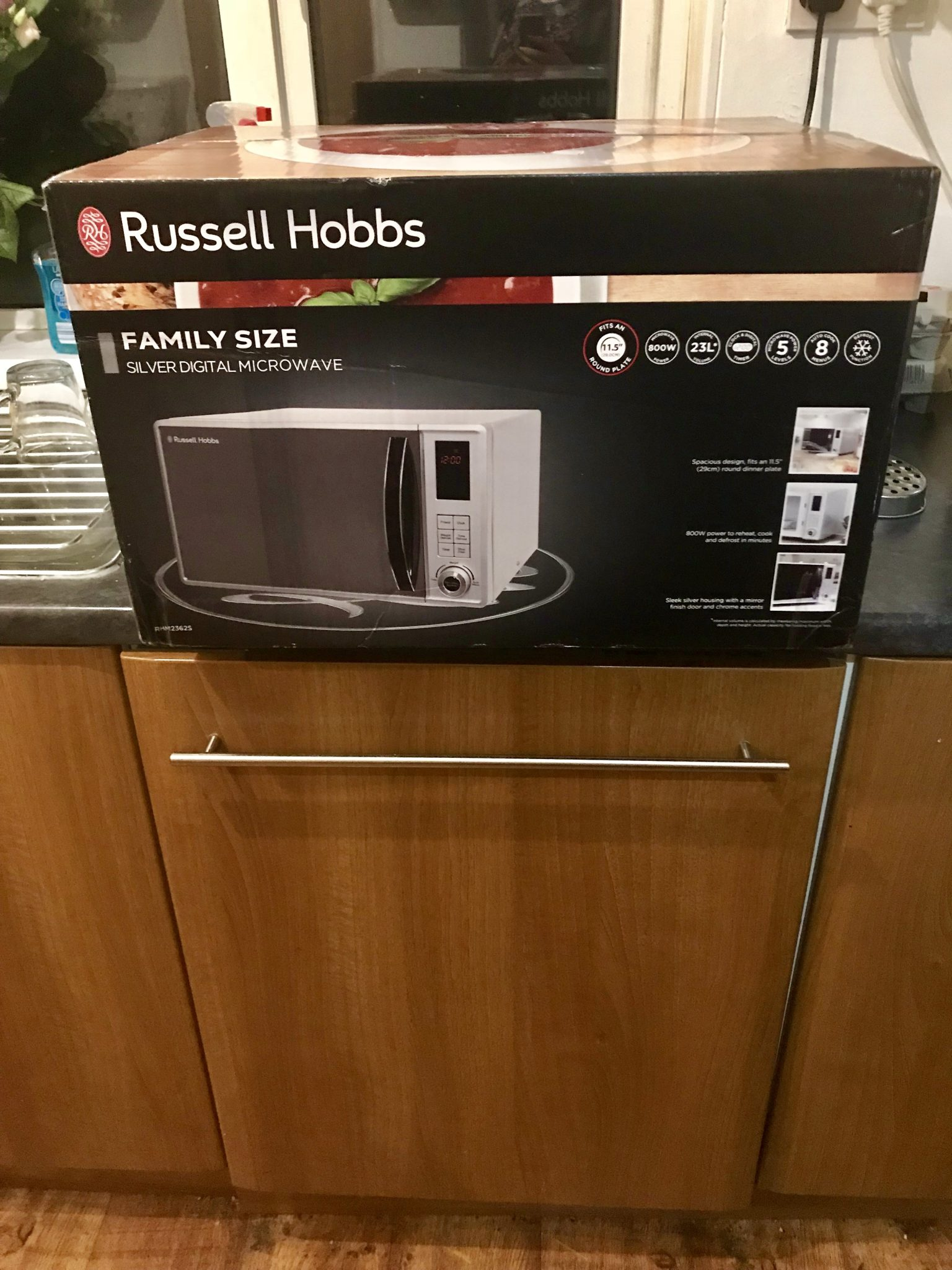 I feel like chicken tonight with the Russell Hobbs RHM2362S 23 Litre Microwave
