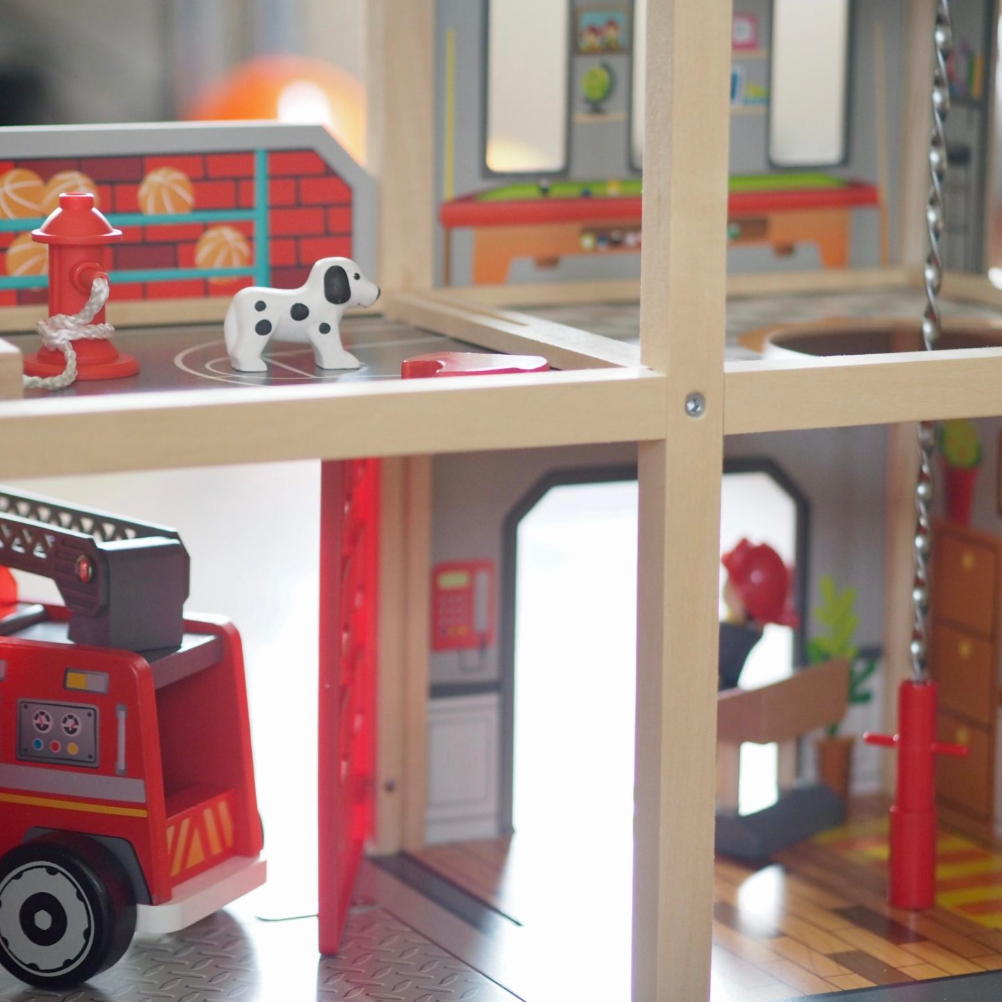Multi level fire station toy - Hape - Review