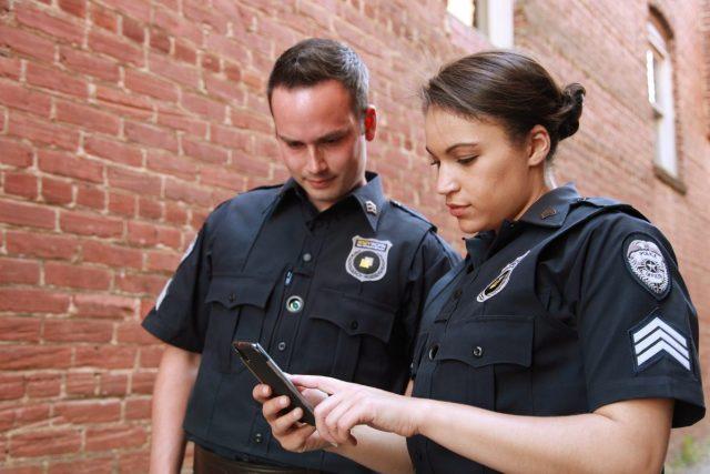 Nieuw Zeelandse agenten gebruiken uniform op dating apps