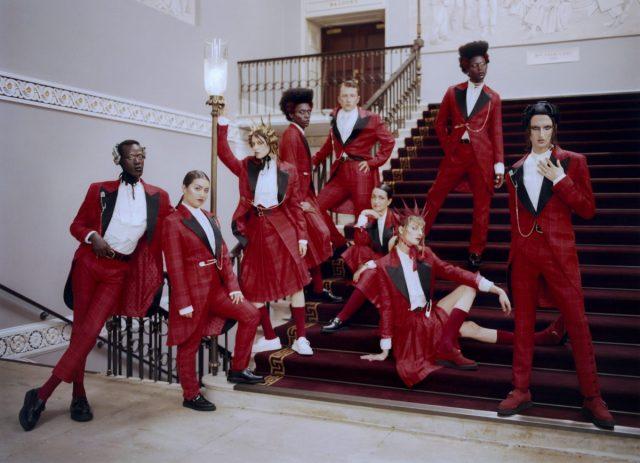 London's theater steekt personeel in bijzonder uniform