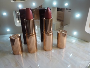 Charlotte Tilbury Between the Sheets Matte Revolution Kiss Chase K.I.S.S.I.N.G Lipstick Review Swatches Swatch