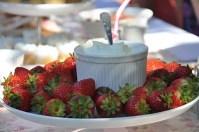 wedding-tea-party-strawberries