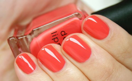 Coral Manicure