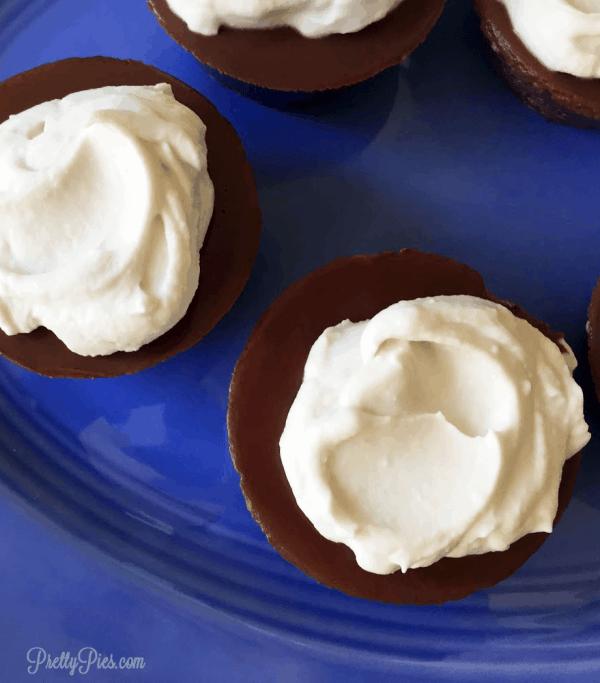 Mini Chocolate Pies - PrettyPies.com