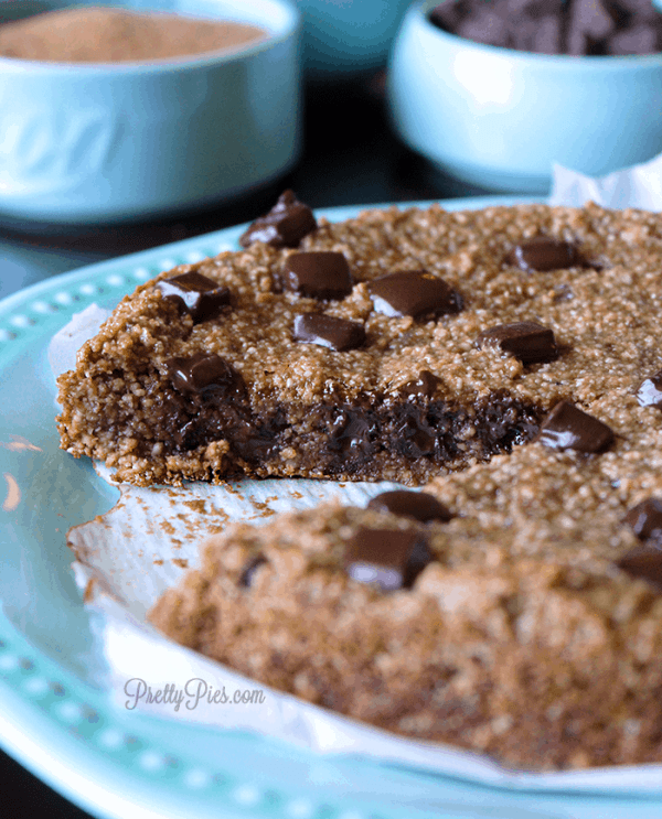 Flourless Chocolate Chip Cookie Pie (Vegan, Paleo) PrettyPies.com