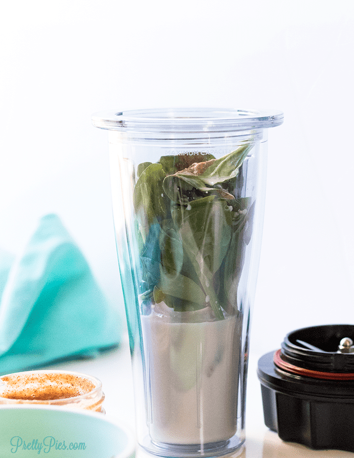 Low-Carb Green Smoothie - PrettyPies.com