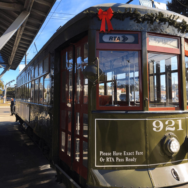A picture of a green street car in New Orleans
