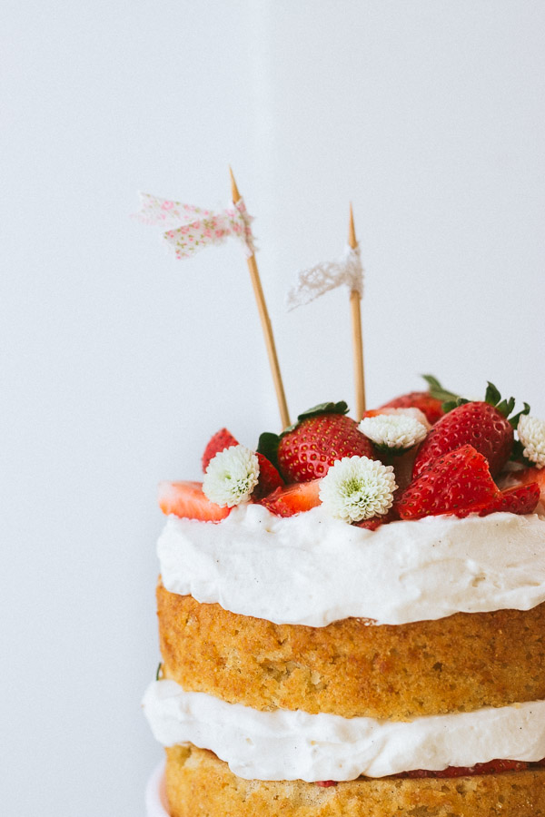 Pretty Simple Sweet's Strawberry Cream Cake