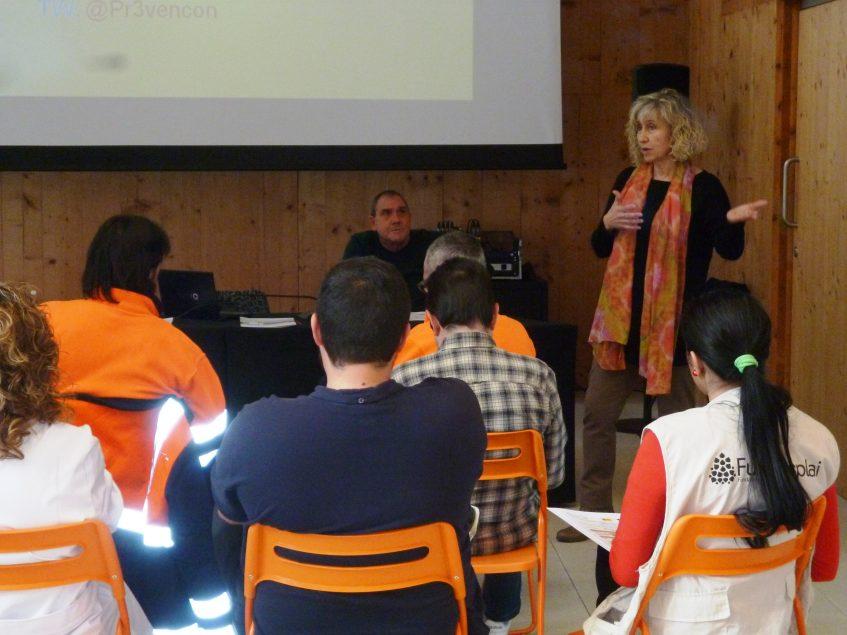 Presentación de la sesión de concienciación y sensibilización sobre seguridad laboral vial por parte de Laura Soriano.