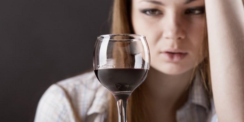 o-WOMEN-BINGE-DRINKING-facebook